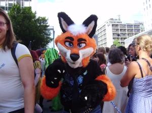 Person i fursuit (obs, inte jag!) i Stockholms Prideparad 2012.